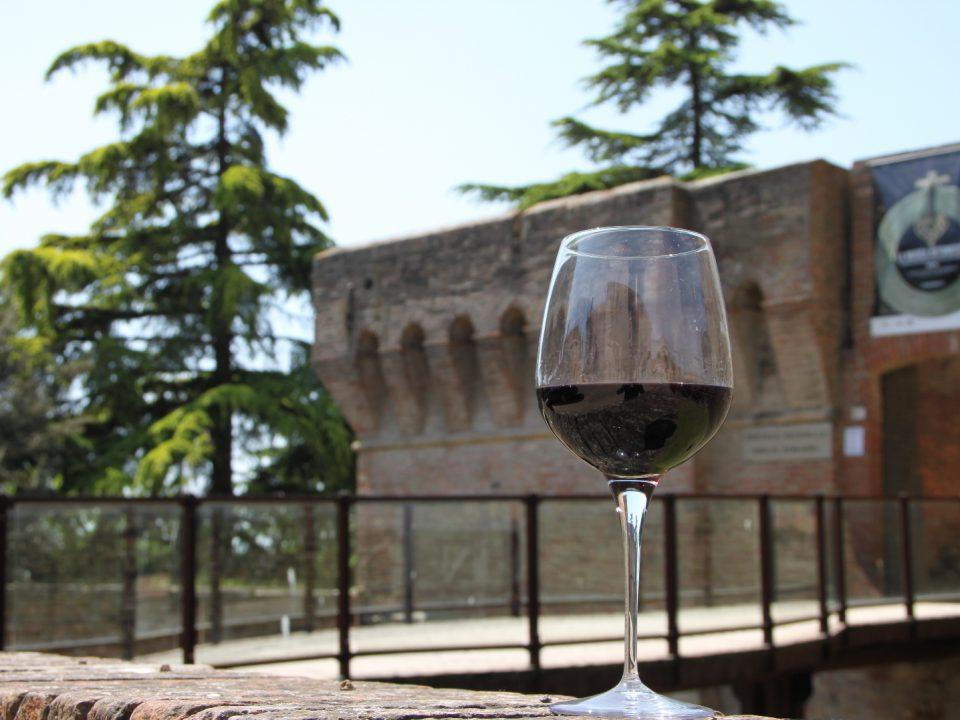 In dicembre alla Rocca di Dozza si degusta e s'incontrano i vignaioli dell'Emilia-Romagna